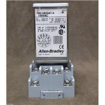 Allen Bradley Relay & Base / Cat.No. 700-HA33A1-4