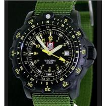 Luminox 8826 MI. Military Recon Point Man. Diver. Unidirectional Bezel. Round Black Dial. Nato Green