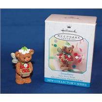 1999 Fairy Berry Bears #1 - Strawberry - QEO8369 - SDB
