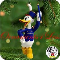 2000 Mickey's Holiday Parade #4 - Baton Twirler Daisy - QXD4034 - SDB