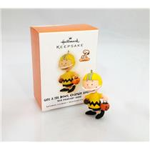 Hallmark Ornament 2009 Get a 1st Down, Charlie Brown - Peanuts Gang #QFO4002-SDB