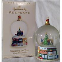 Hallmark Series Ornament 2006 Winter Wonderland #5 Trimming the Tree #QX2553