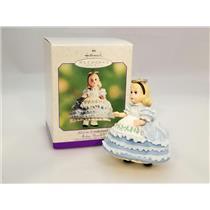 Hallmark Spring Ornament 2000 Alice in Wonderland - Madame Alexander QEO8421-SDB