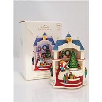 Hallmark Keepsake Magic Ornament 2011 Santa Comes To Town - #QXG4127-DB