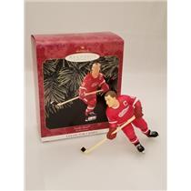 Hallmark Series Ornament 1999 Hockey Greats #3 - Gordie Howe - Red Wings QXI4047