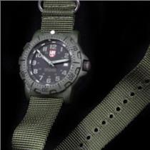 Luminox 8817GO  Military Black Ops. Night Vision. Nylon Military Green Nato Strap. 200M Resist Diver