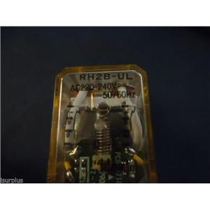 IDEC RH2B-UL RELAY W/ IDEC SH2B-05C RELAY SOCKET 10A 300V (LOT OF 2) #2