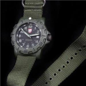 Luminox 8817GO  Military Black Ops. Night Vision. Nylon Military Green Nato Strap. 200M Resist Diver