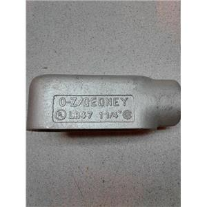 "Oz Gedney LR47 1 1/4"" Malleable Iron  L Junction Conduit"