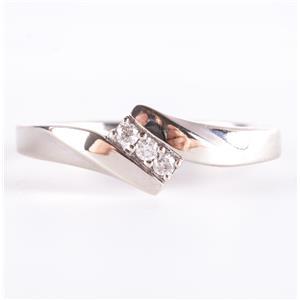 10k White Gold Round Cut Diamond Three-Stone Promise Ring .07ctw