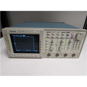 Tektronix TDS520B 500 MHz 1Gs/s Digitizing Oscilloscope w/ opt. 05,13,1F,2F