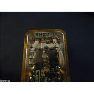 IDEC RH2B-UL RELAY W/ IDEC SH2B-05C RELAY SOCKET 10A 300V (LOT OF 2) #2