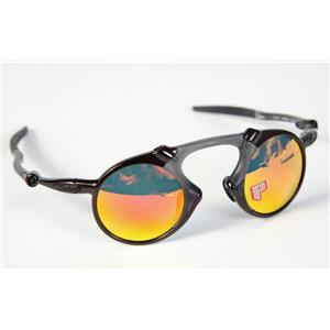 Oakley Madman OO6019‑04 Sunglasses Dark Carbon/Ruby Iridium Polarized