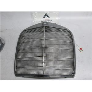 Mercedes W110 front grille