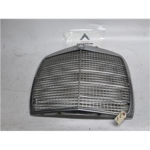 Mercedes W108 front grille #02