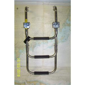 Boaters' Resale Shop of TX 1803 4101.04 GARELICK EEZ-IN 3 STEP TELESCOPIC LADDER