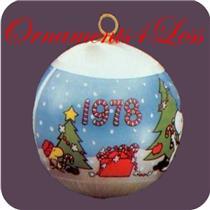 1978 Peanuts - Decorating Tree - White Satin Ball - QX2043 - NO BOX