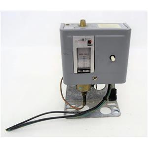 Johnson Controls Open Low Pressure Control P70DA-79 on Mounting Bracket