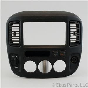 01-07 Escape 05-07 Mariner Radio Climate Dash Center Bezel Vents 4WD Switch
