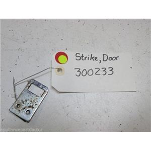 WHIRLPOOL DISHWASHER 300233 DOOR STRIKE USED PART ASSEMBLY