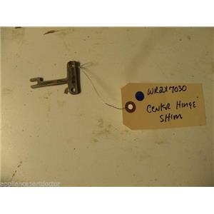 GE REFRIGERATOR WR2X7030 CENTER SHIM HINGE USED PART ASSEMBLY