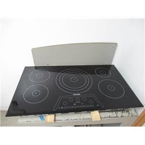 "Thermador Masterpiece Series 36"" BLK 5 Element Induction Cooktop CIT365KBB"